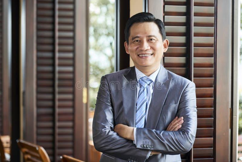 pomyślny azjatykci biznesmen zdjęcia royalty free