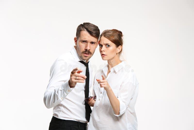 Pomyślna biznesowa para patrzeje kamerę przy biurem zdjęcia royalty free