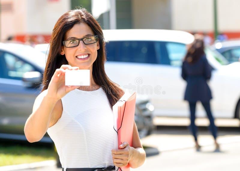 Pomyślna korporacyjna biznesowa kobieta fotografia royalty free