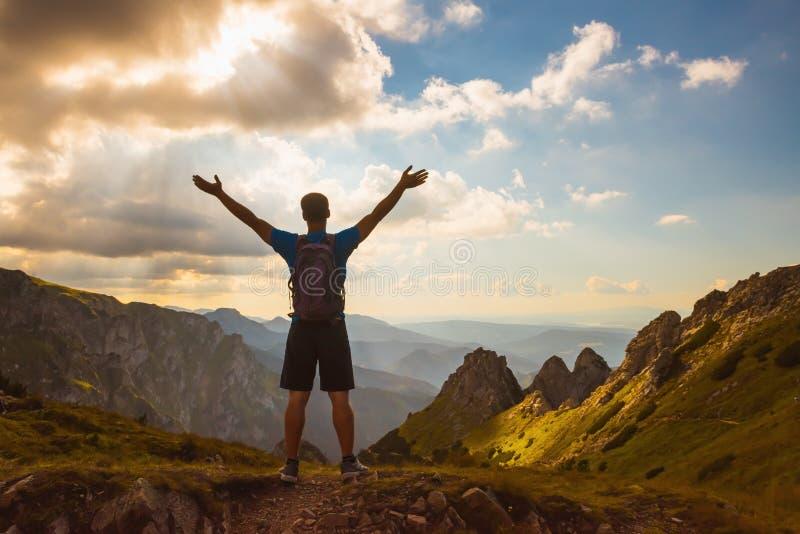 Pomyślni ludzie pojęcie sporta, motywacja, inspiracja fotografia royalty free