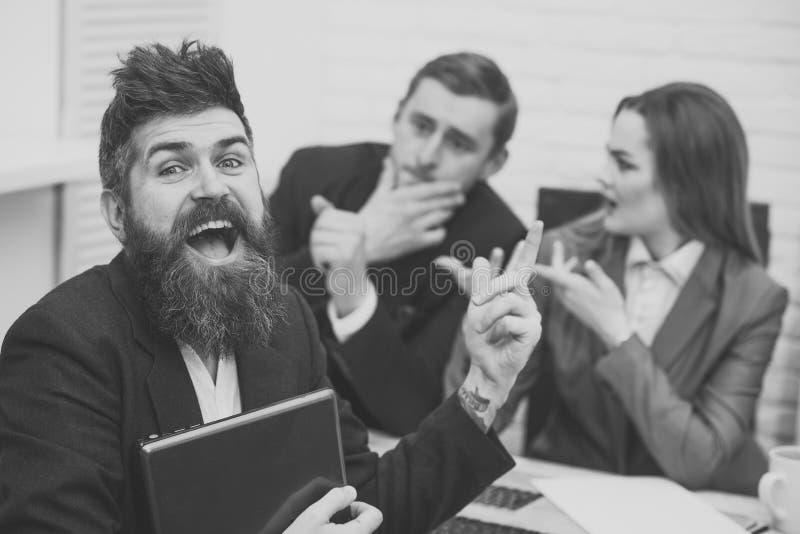 Pomyślny akcydensowego wywiadu pojęcie Mężczyzna dostać pracę, pomyślny spotkanie Obsługuje zdziwionego, najęty dla pracy w biurz obraz stock