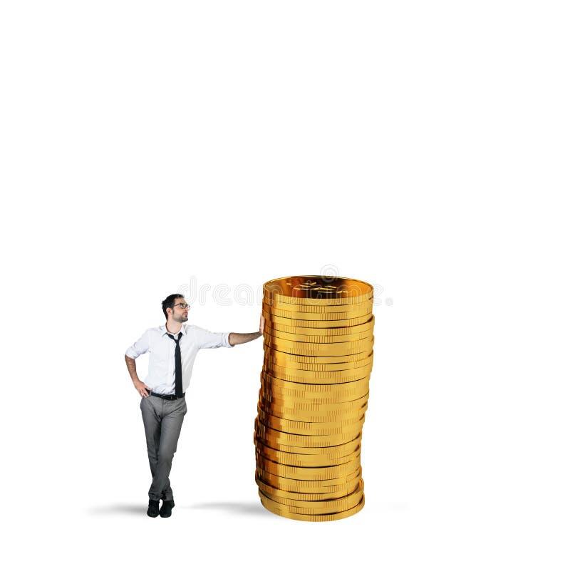 Pomyślny biznesmen z stosem pieniądze zdjęcie royalty free