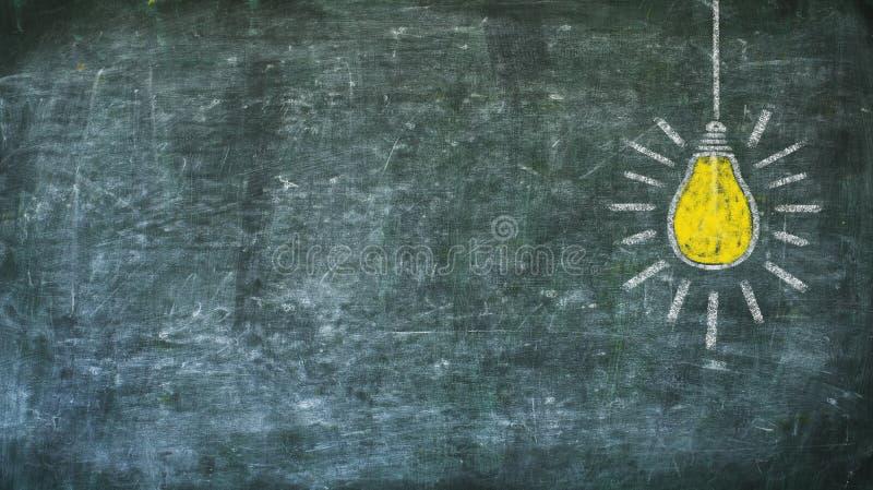 Pomysł, innowacja, solutuion pojęcie na czerni deski kopii przestrzeni obraz stock