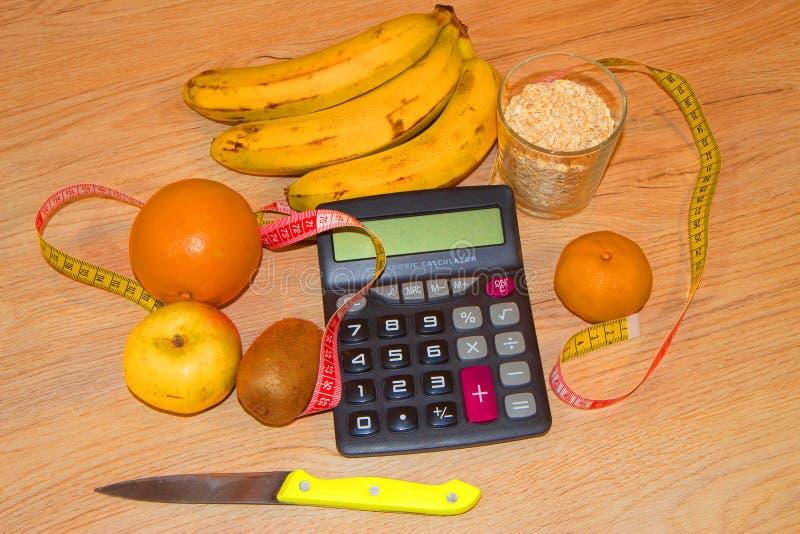 Pomysł zdrowa dieta, żywienioniowy śniadaniowy przegrywanie ciężar z pomocą owocowej diety fotografia royalty free