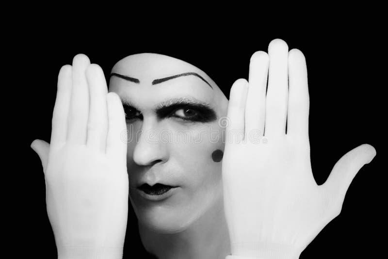 pomysłowo rękawiczek mima podglądania portreta biel zdjęcie stock