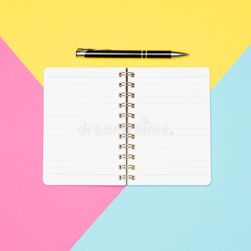 Pomysły, brainstorming, twórczości pojęcie Odgórnego widoku fotografia biurowy biurko z puste miejsce egzaminu próbnego up otwart zdjęcie stock