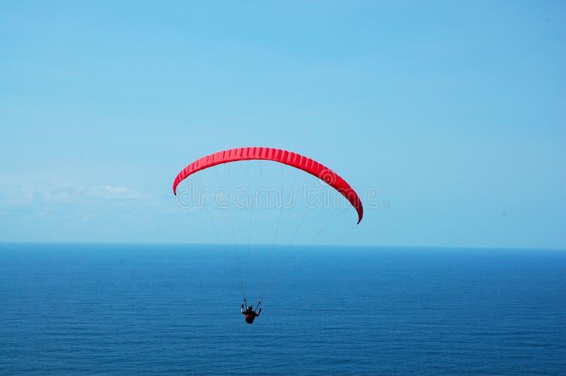 ponad paraglider morza zdjęcia stock