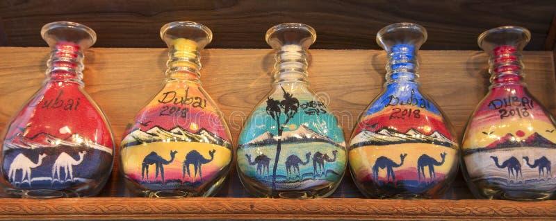 Poncez les souvenirs de bouteille chez le Madinat Jumeirah Souk, Dubaï, EAU photo libre de droits