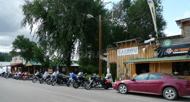 Ponderosazaal en Koffie, Hulett, Wyoming, met zaal, motorfietsen stock afbeeldingen
