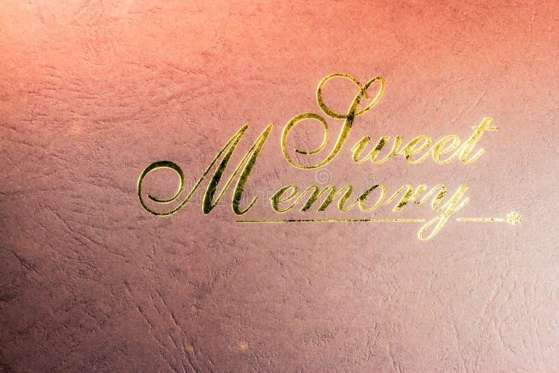 Pone letras a memoria dulce en las rayas de papel viejas fotografía de archivo