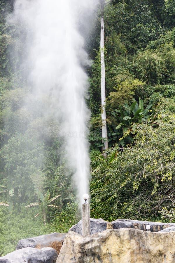 Pong Nam Ron Fang Hot SpringsMae Fang National Park, colmilho, Chiang Mai, Tailândia imagem de stock