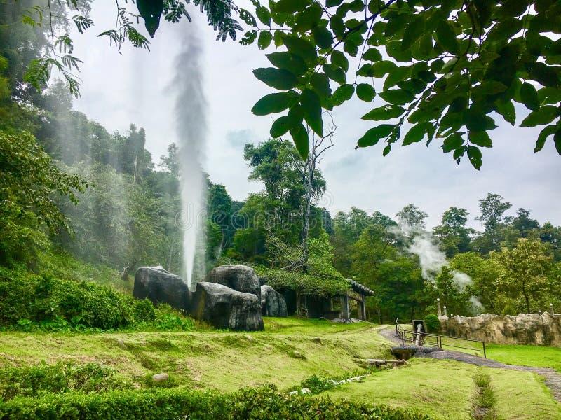 Pong Nam Ron Fang Hot SpringsMae Fang National Park, huggtand, Chiang Mai, Thailand arkivfoton