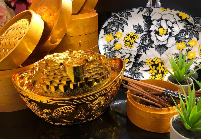 Ponga de yuanbao chino del sycee del oro o de las monedas chinas del talismán y antiguas para la celebración china del Año Nuevo fotos de archivo libres de regalías