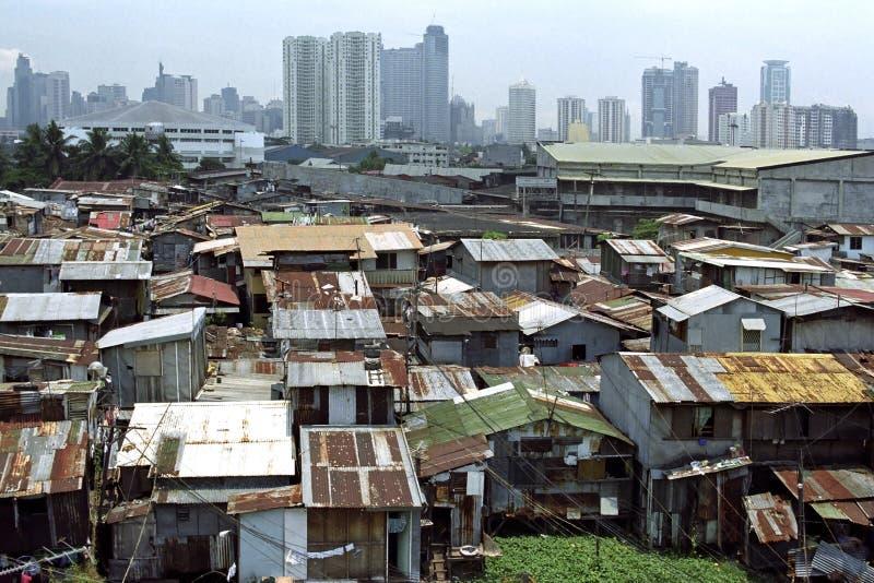 Ponga en contraste entre rico y pobre, Manila, Filipinas fotos de archivo libres de regalías