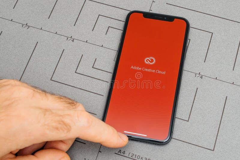 ponga en el iPhone X el cl creativo del adobe del software de aplicación de 10 app imagen de archivo libre de regalías
