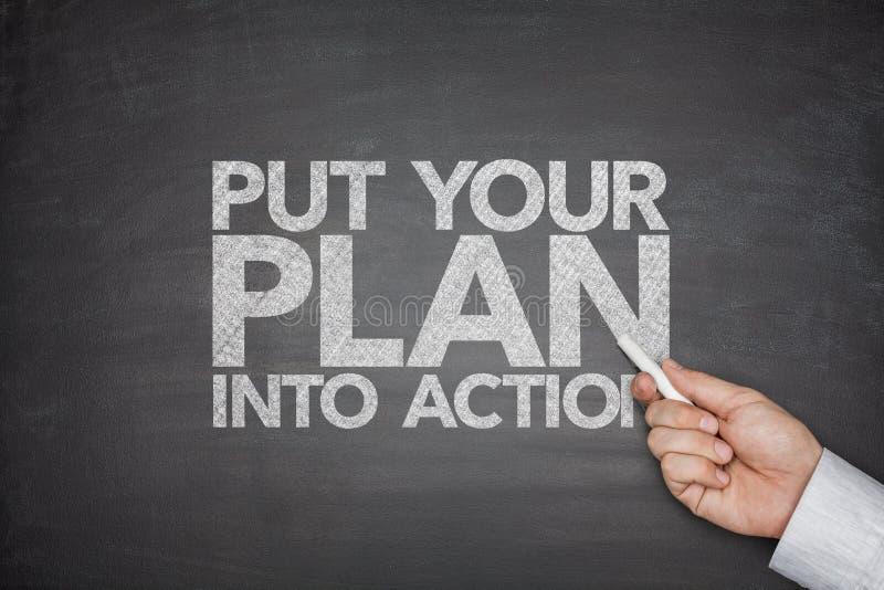 Ponga su plan en la acción en la pizarra foto de archivo libre de regalías