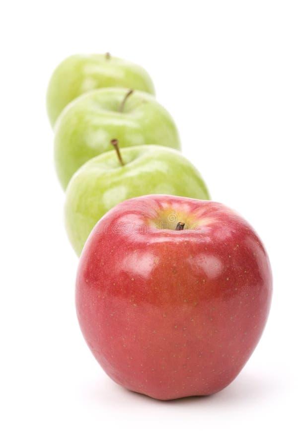 Ponga verde la manzana del rojo de Apple imagen de archivo