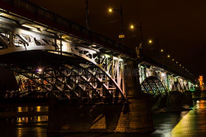 Poniatowski桥梁夜视图  免版税图库摄影