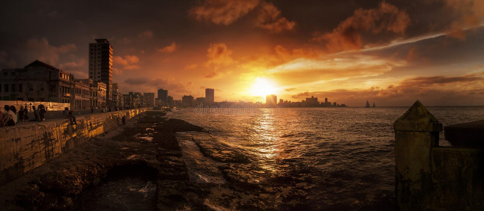 Ponoramic, por do sol, Malecon, Havana, Cuba imagens de stock royalty free
