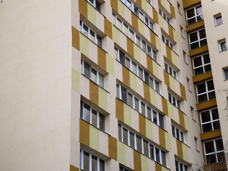 Ponowni nowożytni basztowi budynków mieszkania obrazy stock