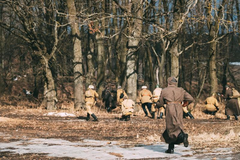 Ponowny Ubierający Jako Rosyjski Radziecki piechota żołnierz świat W obrazy stock