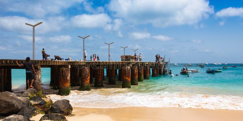 Pontão da praia de Santa Maria na ilha Cabo Verde - Cabo Verde do Sal fotos de stock