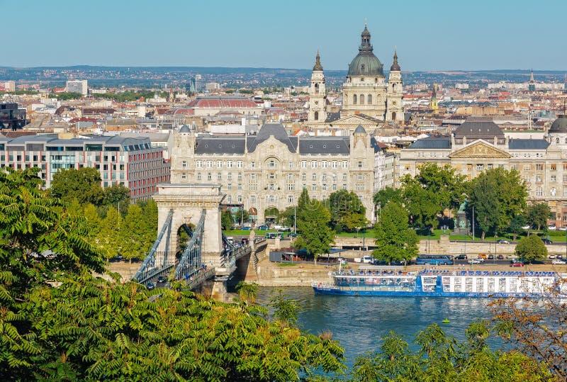 Pont à chaînes, palais de Gresham, St Stephen Basilica - Budapest photos libres de droits