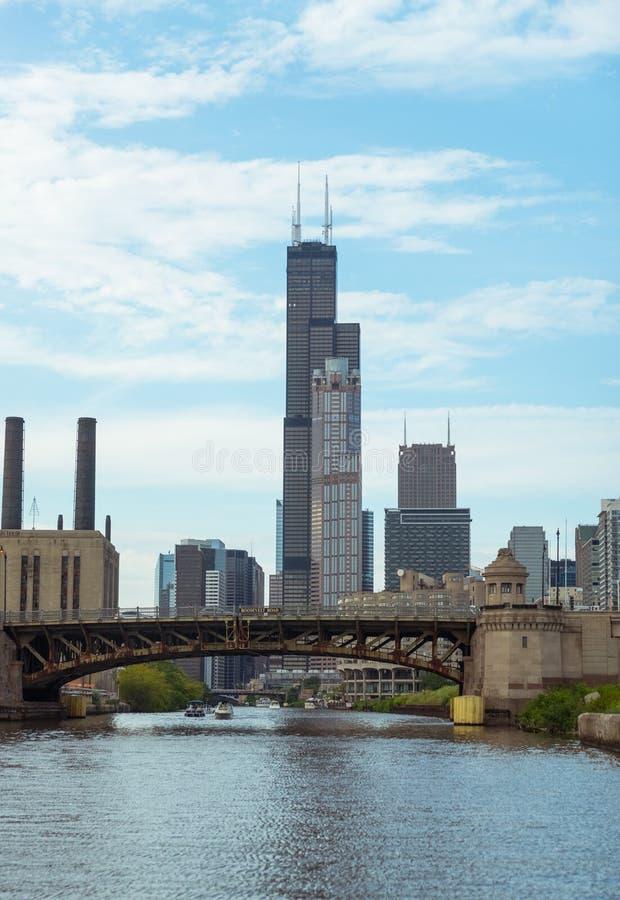 Pont à travers une rivière Chicago du centre photo libre de droits