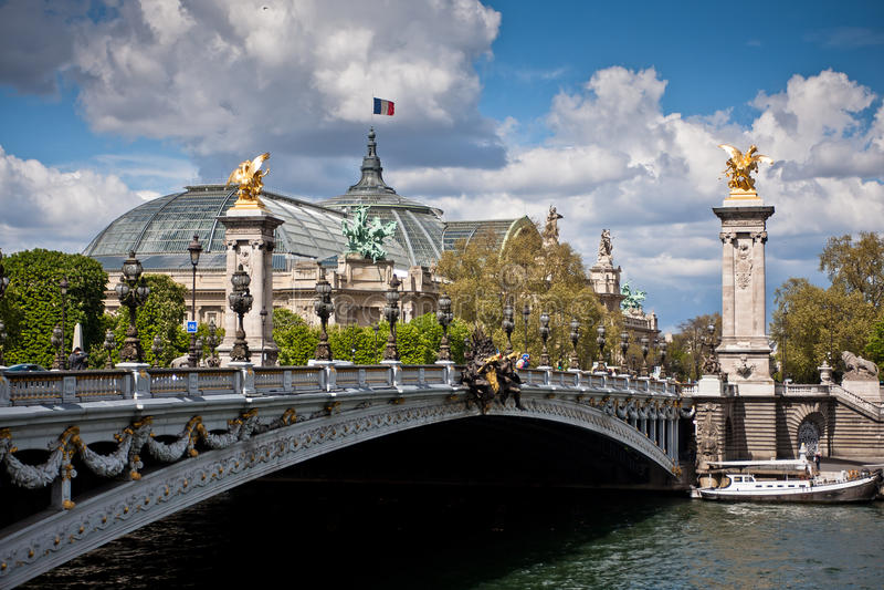 Pont Alexandre ΙΙΙ στο Παρίσι, μια γέφυρα πέρα από το Σηκουάνα στοκ εικόνες με δικαίωμα ελεύθερης χρήσης