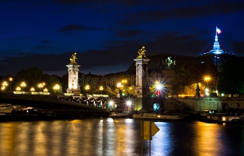 Pont Alexandre ΙΙΙ στο Παρίσι τη νύχτα στοκ εικόνα με δικαίωμα ελεύθερης χρήσης