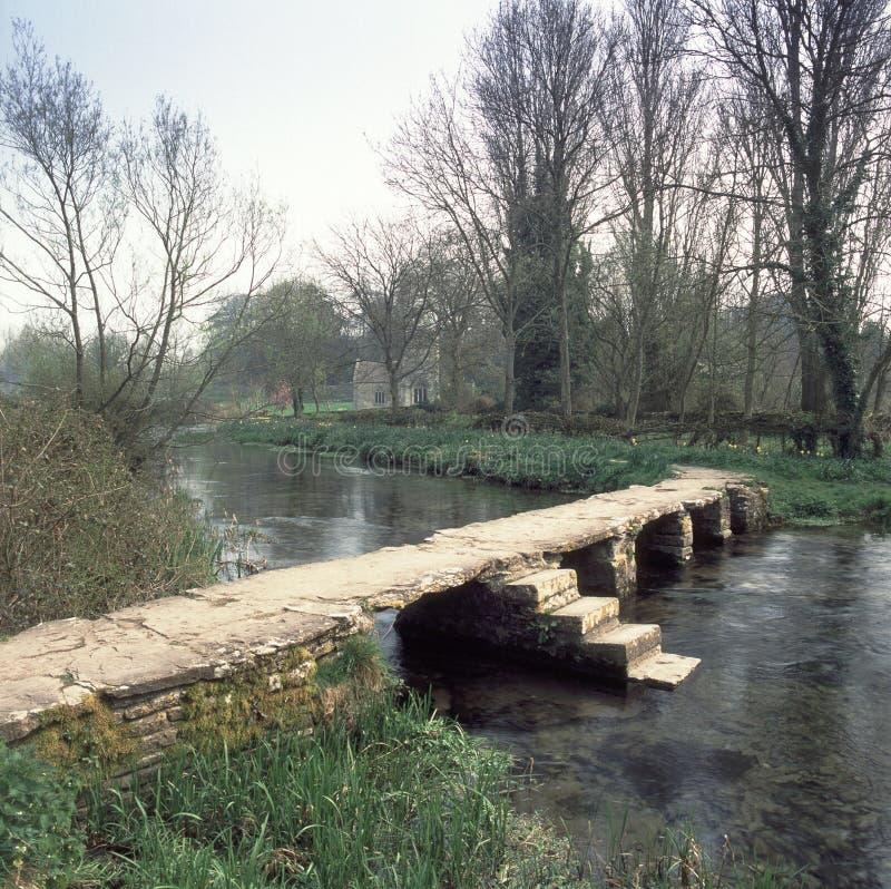 Pont antique en clapet photo stock