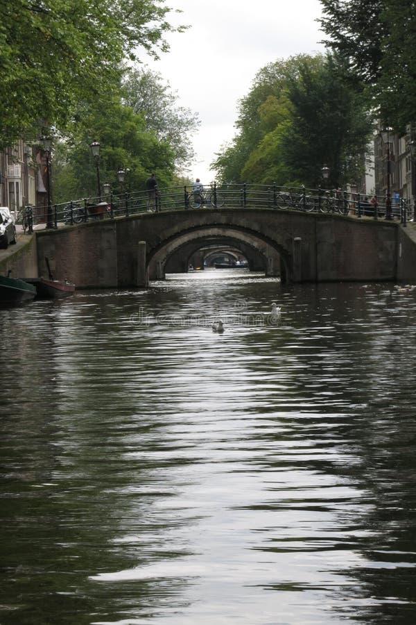 Pont au-dessus de canal, Amsterdam, Hollande photos libres de droits