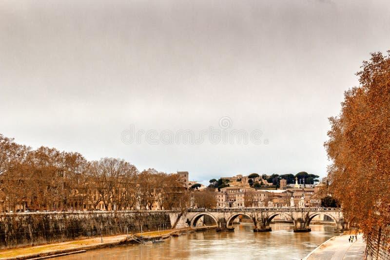 Pont au-dessus de la rivière du Tibre à Rome photo stock