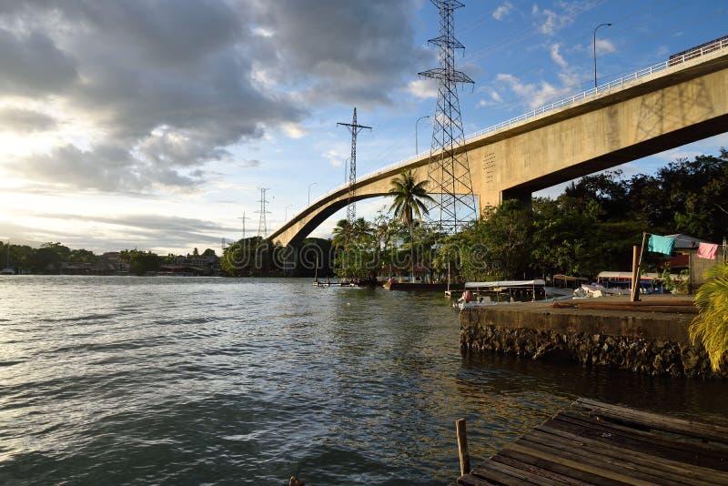 Pont au-dessus de Rio Dulce image libre de droits
