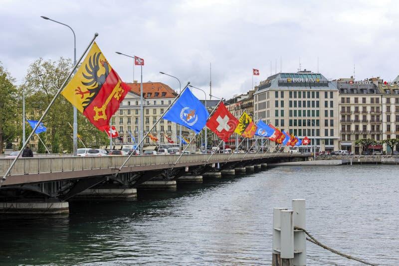 Pont au-dessus de rivière Rodan à Genève image stock