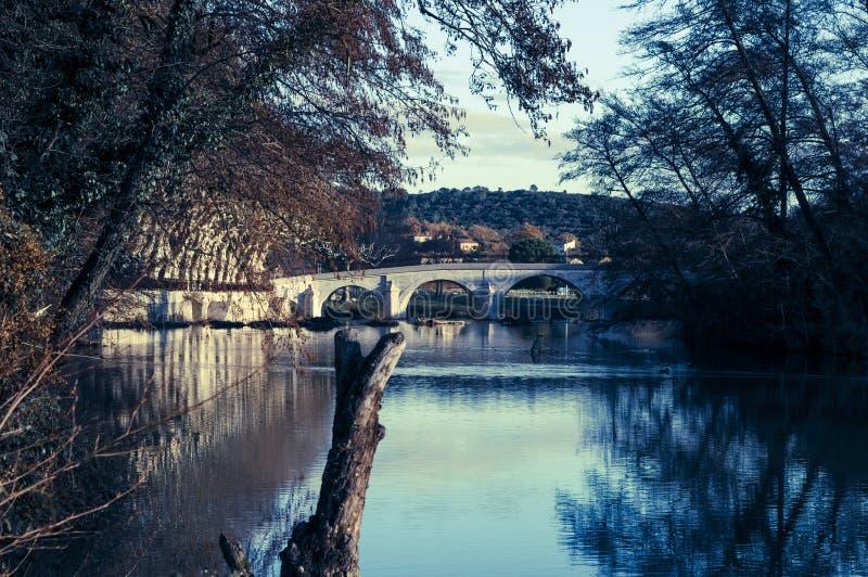 Pont au-dessus de rivière Vidourle, Quissac, France du sud photo stock