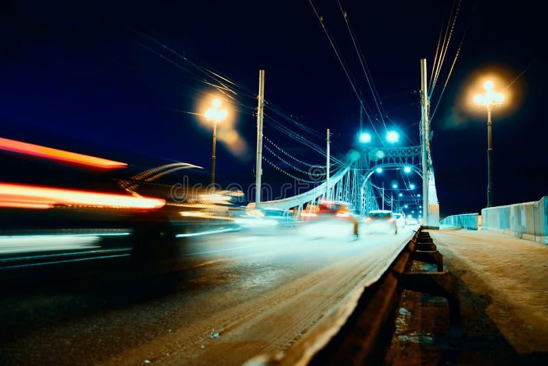 Pont au-dessus de ville de Tver photo stock