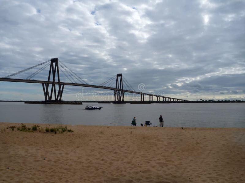 Pont au-dessus du fleuve Parana dans les corrientes en Argentine photos libres de droits