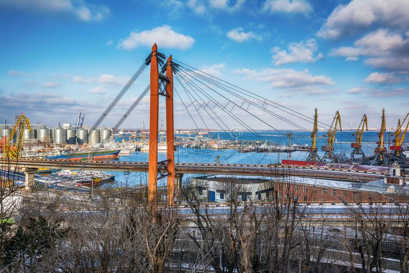 Pont au port à Odessa, Ukraine photos libres de droits