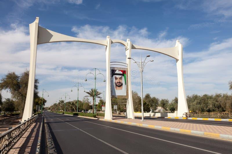Pont avec le portrait de cheik en Al Ain, EAU images libres de droits