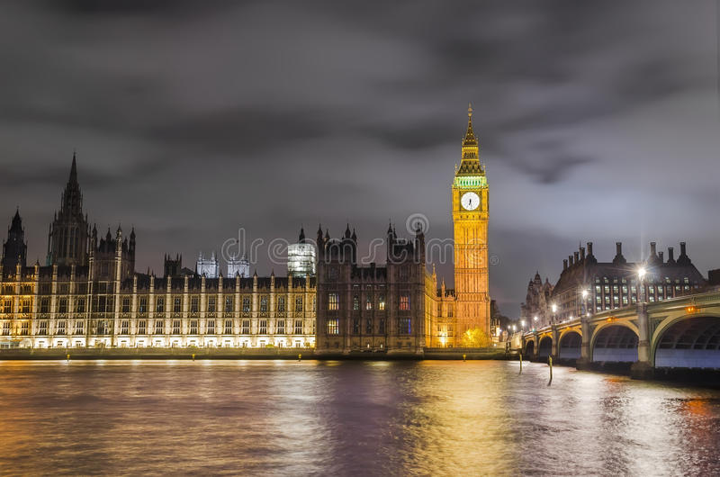 Pont, Big Ben et Chambre de Westminster du Parlement, Londres, photos stock
