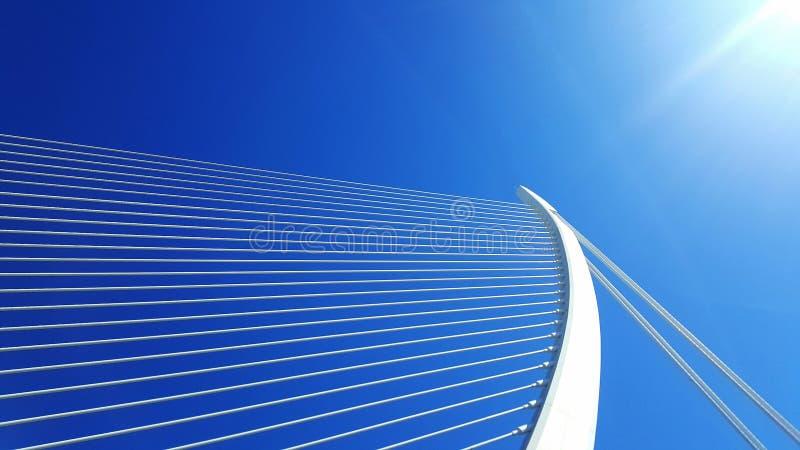 Pont blanc en harpe à Valence photographie stock