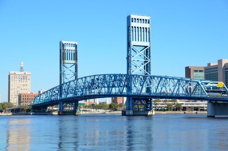 Pont bleu de Main Street images libres de droits