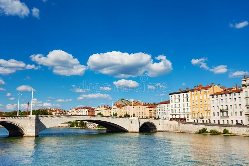 Pont Bonaparte através do Saone River em Lyon fotos de stock royalty free