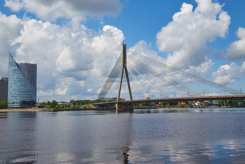 pont Câble-resté à Riga images libres de droits