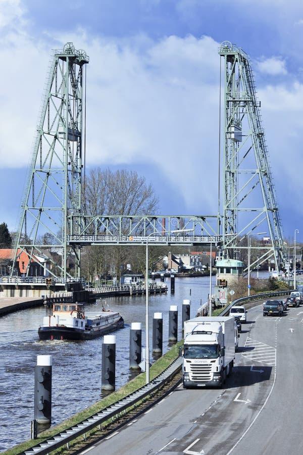 Pont célèbre sur le canal de Gouwe, Waddinxveen, Pays-Bas image libre de droits