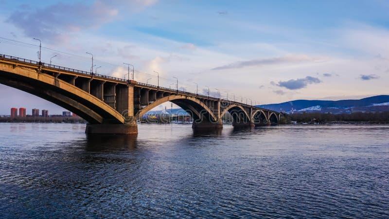 Pont communal dans Krasnoïarsk, Russie image libre de droits