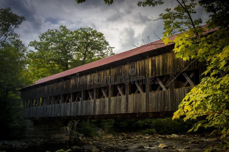 Pont couvert d'Albany dans les montagnes blanches photo libre de droits