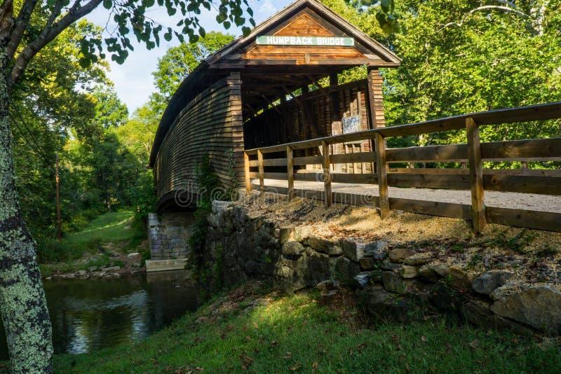 Pont couvert de bosse historique célèbre images stock