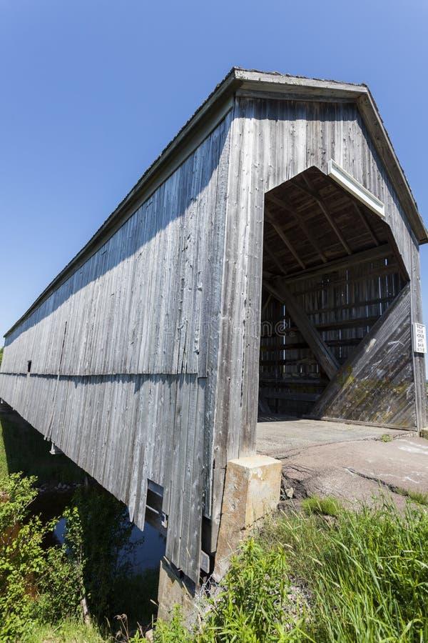 Pont couvert de crique de scierie photos libres de droits